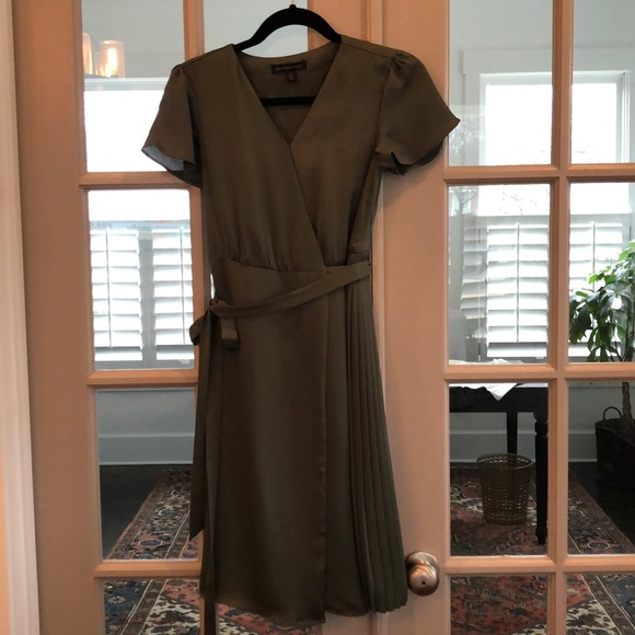 Banana Republic Dresses & Skirts - Never worn Banana Republic dress
